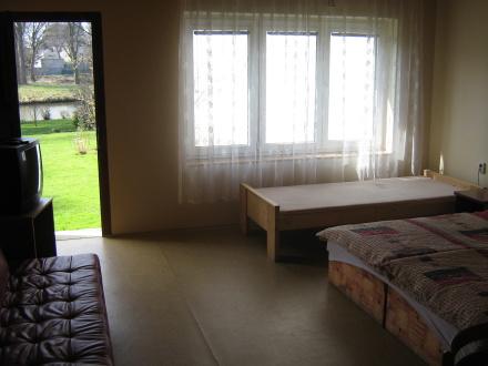 Pokoj č. 2 v zahradním domě