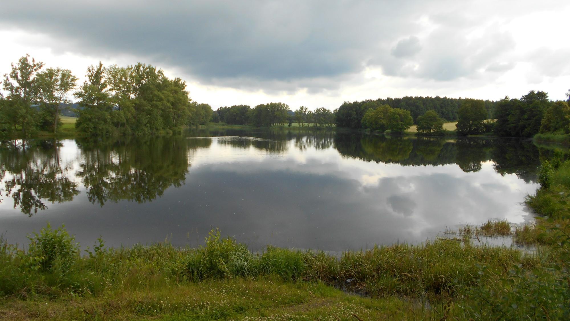 Roštejnský rybník, možnost koupání a občerstvení